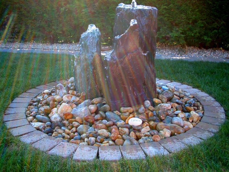 Monolith water feature and pebble pool